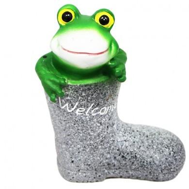 Figurka żaba w buciku
